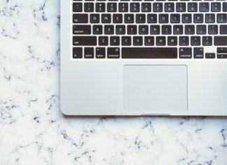 Zabezpieczenie komputera? Czy naklejki na laptop to dobry pomysł?