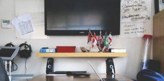 jak połączyć laptopa z telewizorem