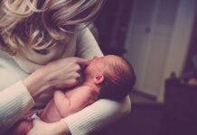Pierwsza pomoc przy zakrztuszeniu niemowlaka